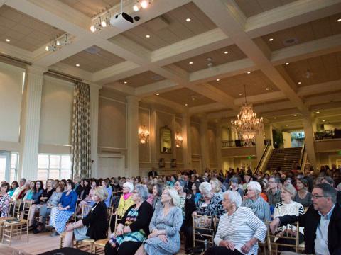 參加阿肯色州州長官邸的文學節活動